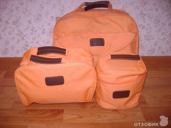 набор дорожных сумок (пришел в самом первом моем заказе), очень удобные сумки - постоянно их использую.