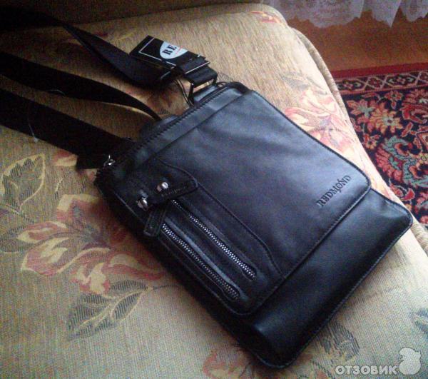 Задумавшись над подарком мужу на 23 февраля я зашла в фирменный магазин Redmond и приобрела ему сумку - планшет.