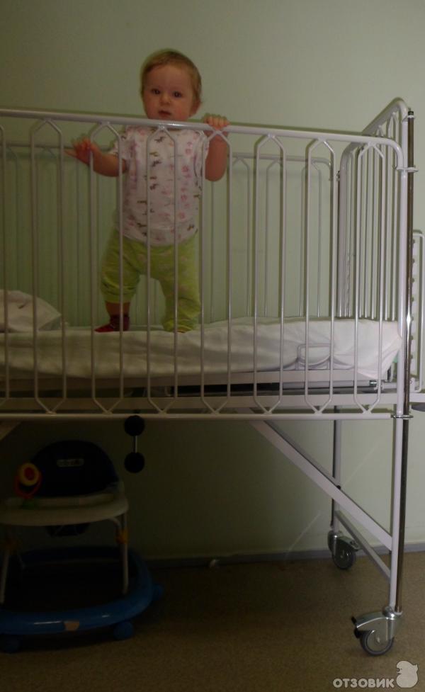 Второй раз мы лежали уже в другой палате там две кровати для взрослых и одна для маленького ребёнка + тумбочки под вещи