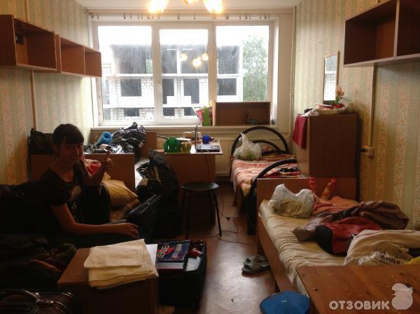 следующей картинке комната в общежитии парк победы сна соннике: