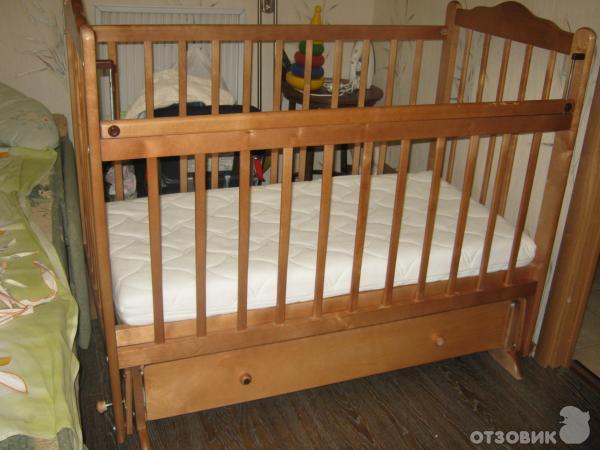 Детская кроватка с поперечным