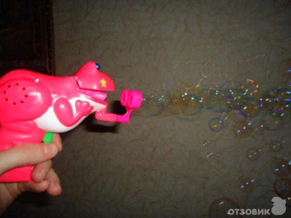 Лягушка мыльные пузыри