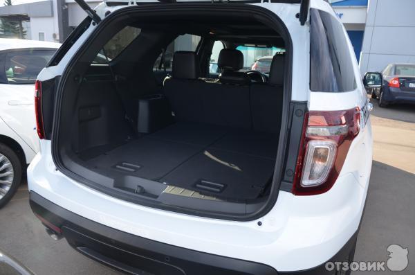 Автомобиль Ford Explorer Sport