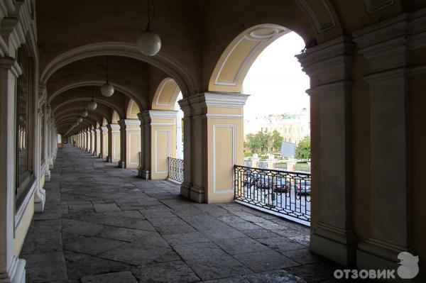 Отзыв: Большой Гостиный Двор (Россия, Санкт-Петербург) - Назад, в СССР.  Не хватает только автомата с газировкой.