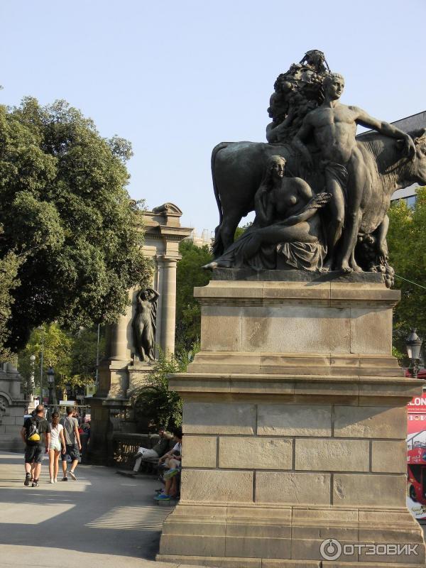 Барселона скульптура ноги и попа