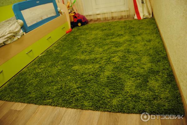 Ковер цвета травы
