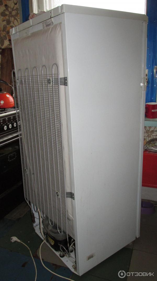 Холодильник вид сзади