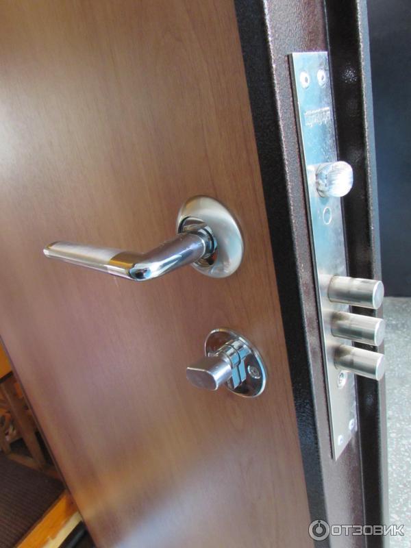 поставить тамбурную железную дверь недорого