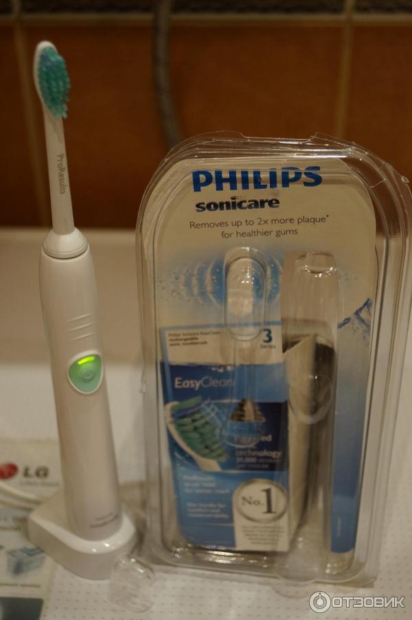 Электрическая зубная щетка вибрирующая