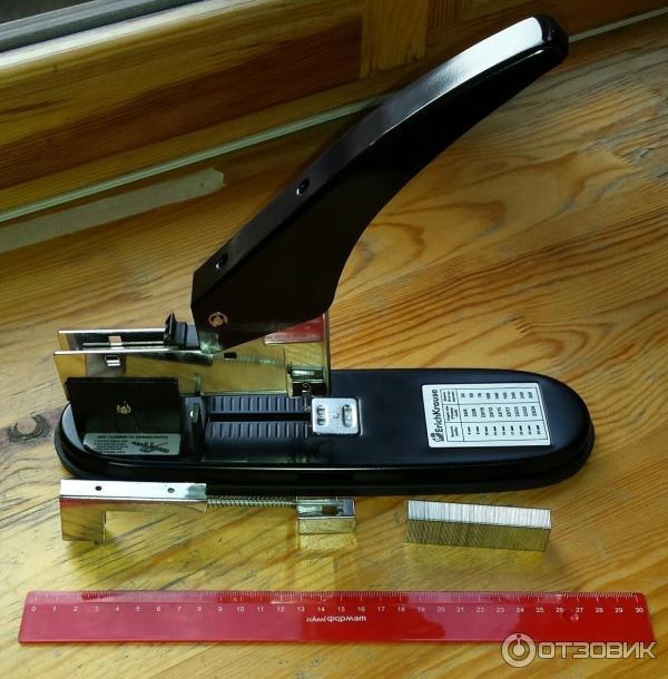 Как вставить скобы в степлер инструкция