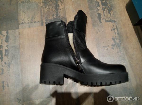 Какую обувь носить со светлыми брюками