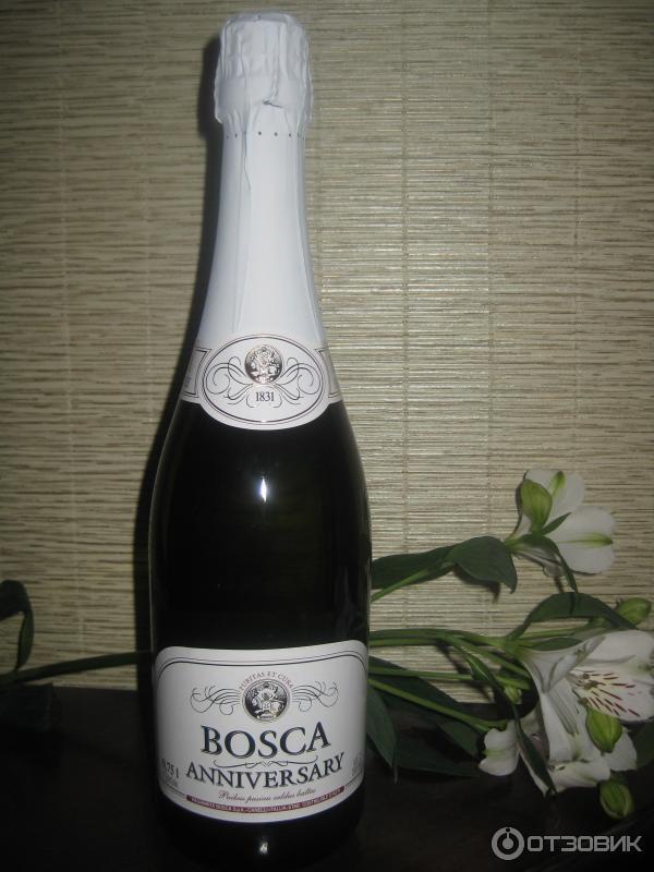 шампанское боско в руке фото придает булочкам нежность