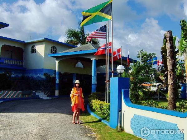 Негрил travellers beach resort